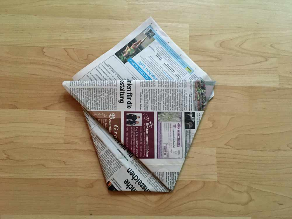turn around Organic waste bag made of newspaper